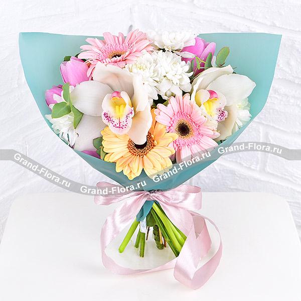 Облачные чувства - букет с розовыми тюльпанами и герберами