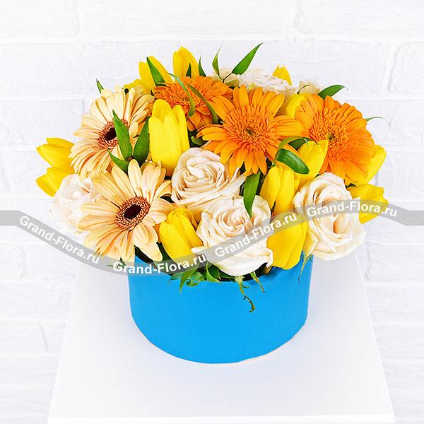 Волшебный мир - коробка с желтыми тюльпанами и герберами