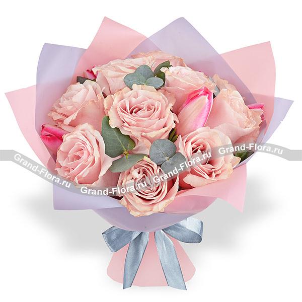 Счастливая весна - букет с розовыми розами и тюльпанами
