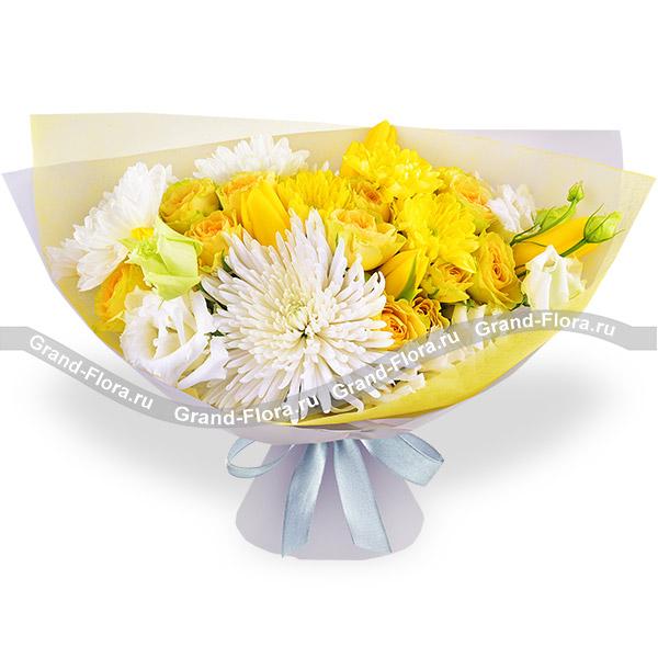 Солнечный остров - букет с желтыми кустовыми розами и хризантемой