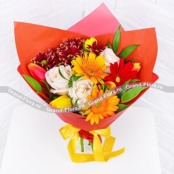 Яркие эмоции - букет из красных тюльпанов и гербер