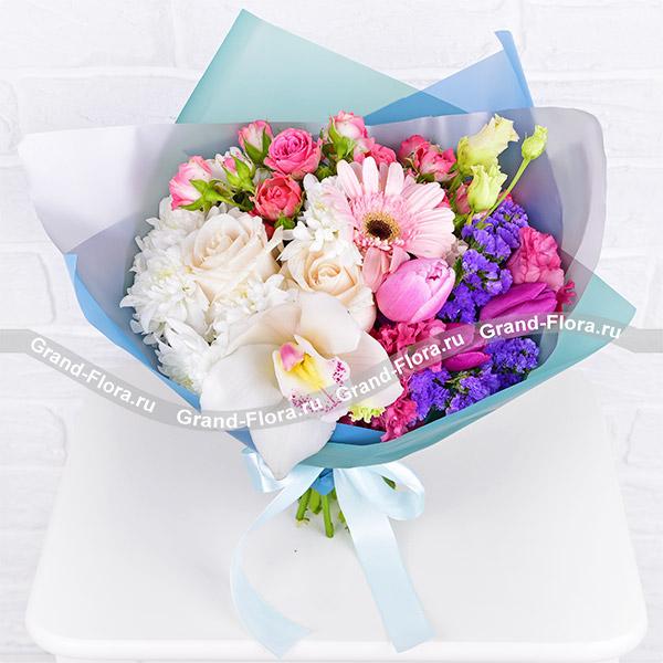 Утренний сад - букет с белыми розами и орхидеей