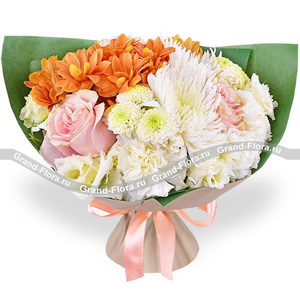 Цветочный луг - букет с белой эустомой и хризантемой