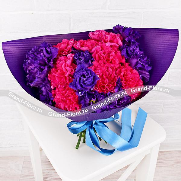 Полнолуние - букет с розовыми гвоздиками и эустомой