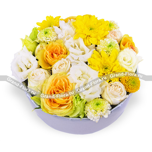 Твой апрель - коробка с желтыми кустовыми розами и хризантемами