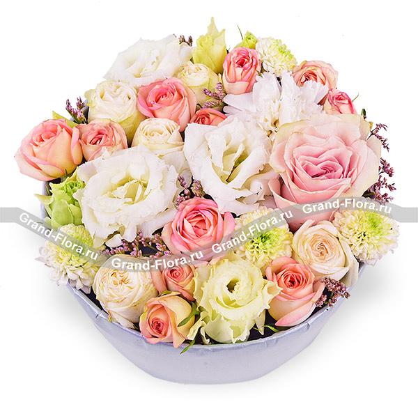 Купить Чистая Любовь - Коробка С Белой Эустомой И Розовыми Розами