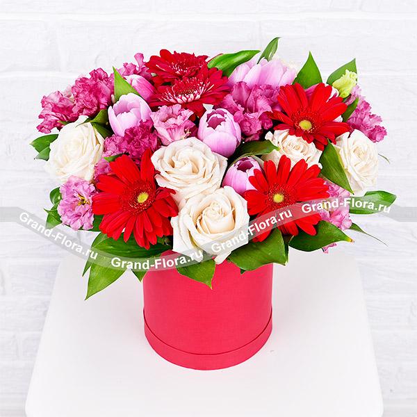 Купить Сладкий Звон - Коробка С Белыми Розами И Розовыми Тюльпанами