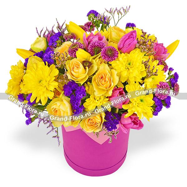 Танец чувств - коробка с желтыми тюльпанами и кустовыми розами