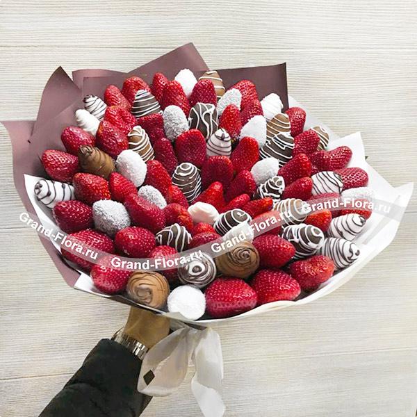 Букеты из клубники Гранд Флора Большой подарок - букет из клубники фото