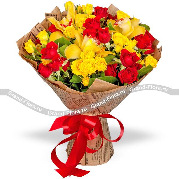 Новинки Гранд Флора Искреннее поздравление - букет из кустовых роз и орхидей фото