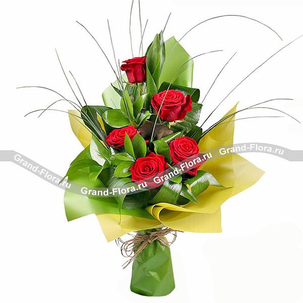 Цветы Гранд Флора Важному человеку - букет из красной розы и аспидистры фото