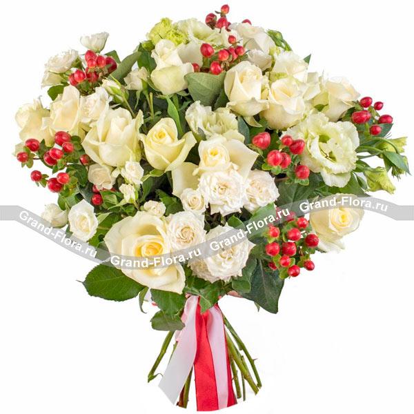 Новые букеты Гранд Флора Ванильное лакомство - букет из роз и эустом фото