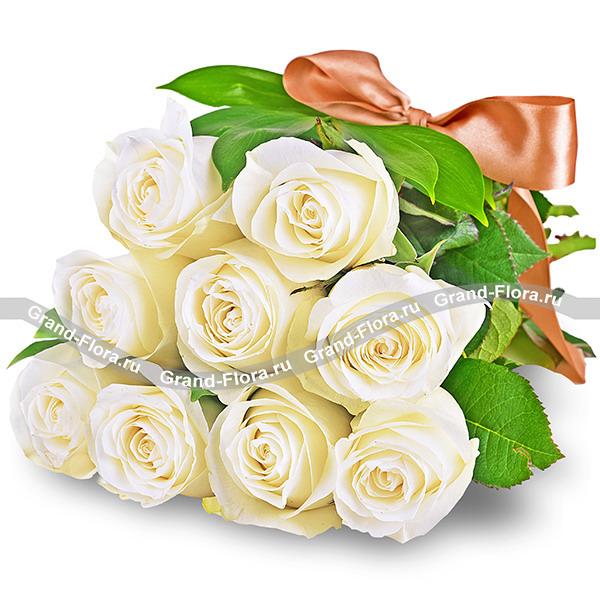 Цветы Гранд Флора Букет белых роз (акционный букет, высота роз 40-50 см) фото