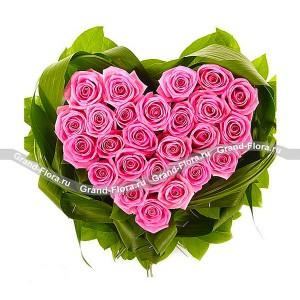 Сердце Августина - композиция из оазиса в виде сердца из розовых розЧто может быть красноречивее, чем прекрасное розовое сердце, подаренное возлюбленной? Такая композиция из розовых роз запомнится вашей даме сердца навсегда, ведь Сердце Августина - это самое трогательное признание в любви, сотканное из еле уловимых ...<br>