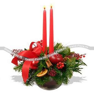 Глоток глинтвейнаТеплый камин, потрескивающие поленья, успокаивающее тепло огня – и ко всему этому глоток чудесного горячего глинтвейна... Именно такие ощущения вызывает новогодняя композиция, собранная в традициях Новогодней ночи вашей мечты. Подарить тепло очага и...<br>
