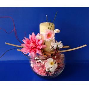 Букет из конфет «Ты и я»Доставка букетов из конфет возможна при оформлении заказа не ранее чем за 2  (два) рабочих дня до планируемой даты доставки.<br><br><br><br>Букет выполнен с использованием стеклянного шара, свечи, флористических материалов, шелковых   цветов высоког...<br>