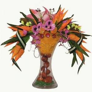 Букет из конфет «Цветочная ваза»Доставка букетов из конфет возможна при оформлении заказа не ранее чем за 2 (два) рабочих дня до планируемой даты доставки.<br><br><br><br>Это оригнальный букет из конфет. Наши флористы удачно использовали стеклянную вазу, из которой струятся конфет...<br>
