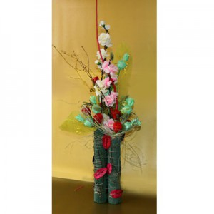Букет из конфет «Восточная ваза»Доставка букетов из конфет возможна при оформлении заказа не ранее чем за 2 (два) рабочих дня до планируемой даты доставки.<br><br><br><br>Букет выполнен с использованием флористических материалов, шелковых цветов высокого качества и сухоцветов. В д...<br>