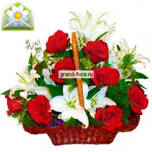 Ангел мойШикарная корзина с белоснежными лилиями и кроваво-красными розами – это лучший подарок для динамичной и страстной особы, которая ценит прекрасное, и сама является воплощением красоты и невинности. Такая корзина с розами и лилиями не оставит равнодуш...<br>