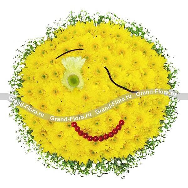Яркая композиция из желтых хризантем с декором