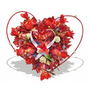 Тебе любимойДоставка букетов из конфет возможна при оформлении заказа не ранее чем за 2  (два) рабочих дня до планируемой даты доставки.<br><br><br><br>Влюбленный мужчина готов бросить к ногам любимой не только весь мир, но и свое сердце. Но   можно подарить во...<br>