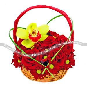 Возьми мое сердце - корзина с красными розами и хризантемой от Grand-Flora.ru