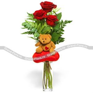 Моя девочкаТрогательный и простой подарок в виде букета алых роз с мягкой игрушкой, на самом деле идеальное сочетание, для того, чтобы выразить всю глубину своих чувств любимой девушке. Три или пять, а в отдельных случаях и большее количество роз, декорированн...<br>