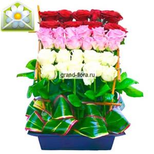 Полянка розЭтот милая  композиция  из белых, розовых и красных роз универсалена. Если будете дарить любимой, то он даст ей понять, что ради нее вы готовы вырастить целую поляну роз, а может даже целую плантацию. Если же вы подарите эту композицию коллеге или р...<br>