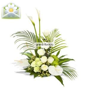 ЦарицаСовершенная цветочная композиция Царица - это сочетание благороднейших цветов, запахов и форм. Величественная и изящная, выдержанная в белоснежном цвете, изысканно декорированная зеленью – как можно устоять против такой красоты? Выразите свое восхищ...<br>