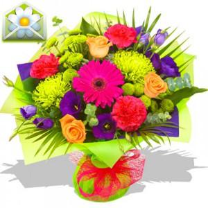 Краски летаКак хочется иногда подарить лето холодной зимой. И это стало возможно благодаря нашим флористам, создавшим композицию Краски лета. Фиолетовая эустома, гербера, гвоздики, хризантемы, розы и зелень создают впечатление, что в руках не букет, а целая цв...<br>