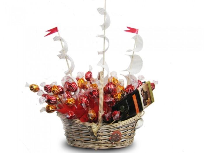Букеты из конфет Гранд Флора Бригантина фото