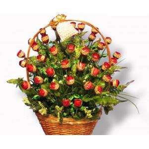 Подарочная корзина из конфетДоставка букетов из конфет возможна при оформлении заказа не ранее чем за 2  (два) рабочих дня до планируемой даты доставки.<br> <br> <br><br>...<br>