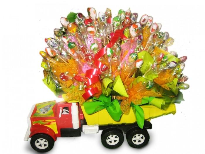 Игрушка с конфетами от Grand-Flora.ru