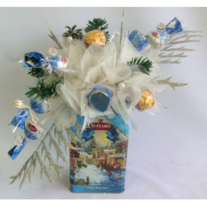 Новогодняя историяДоставка букетов из конфет возможна при оформлении заказа не ранее чем за 2  (два) рабочих дня до планируемой даты доставки.<br> <br> <br><br>...<br>