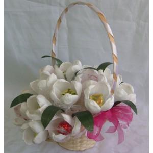 Белые тюльпаныДоставка букетов из конфет возможна при оформлении заказа не ранее чем за 2  (два) рабочих дня до планируемой даты доставки.<br> <br> <br><br>...<br>