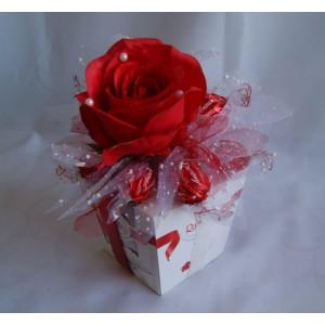 Декор с коробкой конфет №7