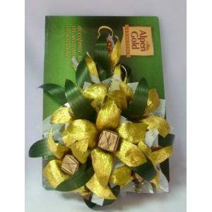 Декор с коробкой конфет №6Доставка букетов из конфет возможна при оформлении заказа не ранее чем за 2  (два) рабочих дня до планируемой даты доставки.<br><br><br>...<br>