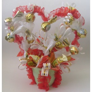 С любовьюДоставка букетов из конфет возможна при оформлении заказа не ранее чем за 2  (два) рабочих дня до планируемой даты доставки.<br><br><br>...<br>